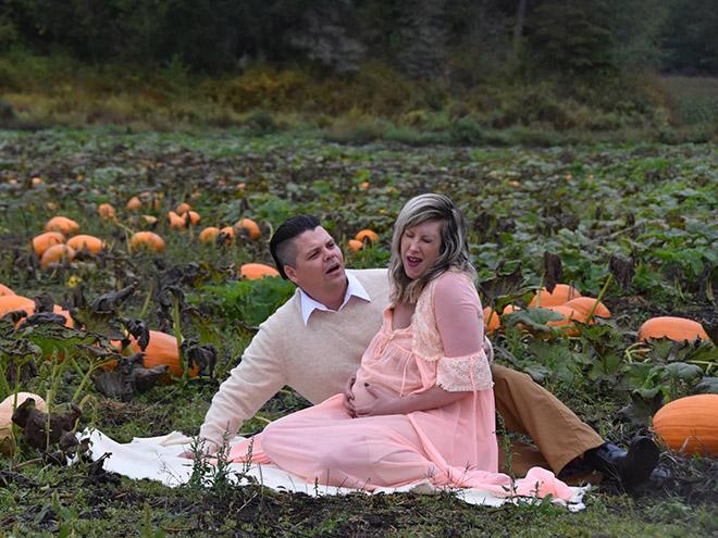 couple recreates  u0026quot alien u0026quot  birth scene for maternity photo shoot