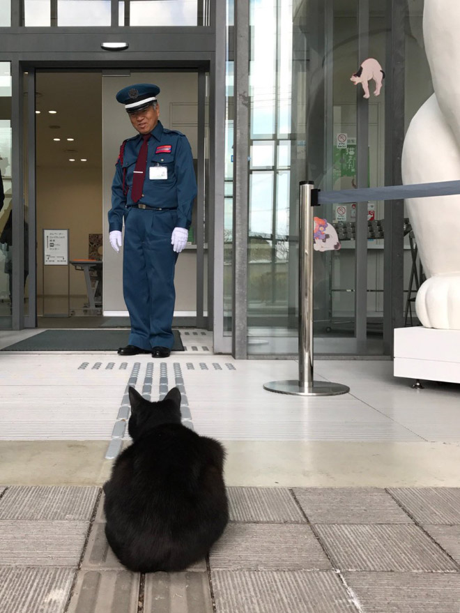 Mexican standoff in a Japanese museum.