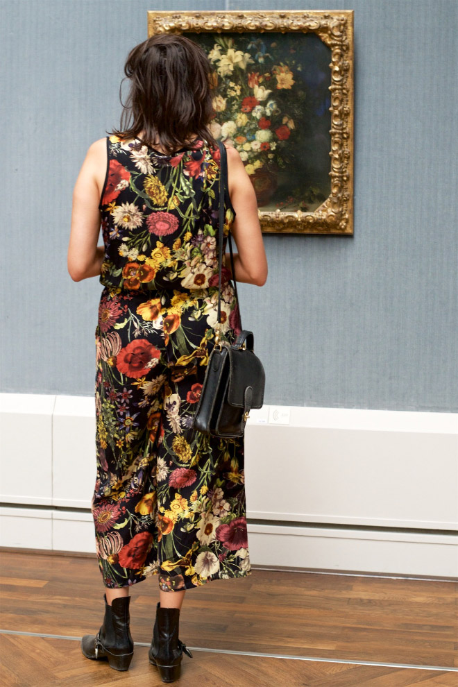 Woman's dress perfectly matching a painting.