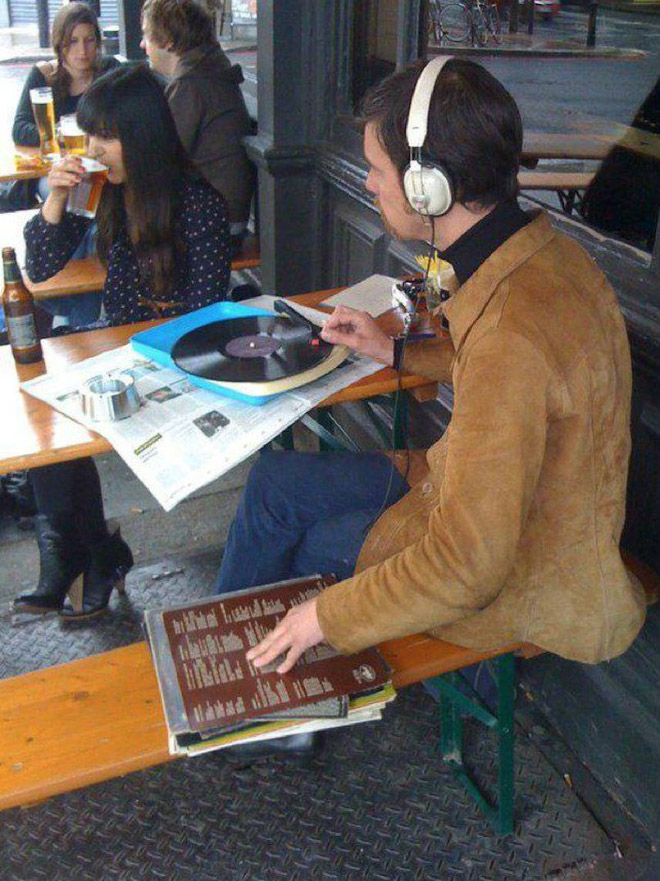 Hipster listening to music at the cafe.