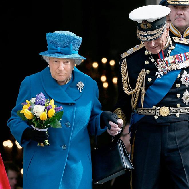Trump photoshopped as Queen.