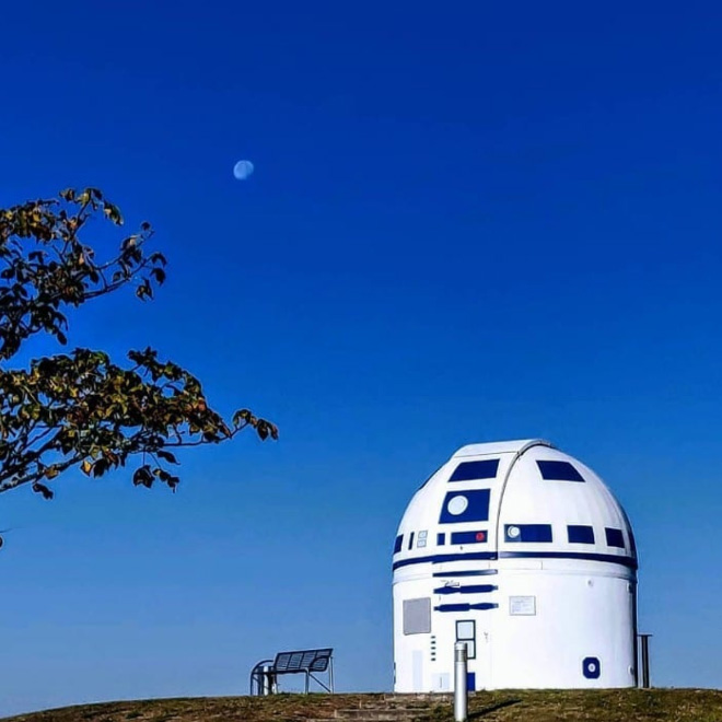 Observatory painted as R2-D2.