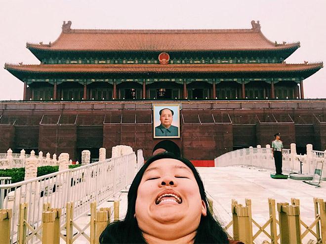 Chin selfie.