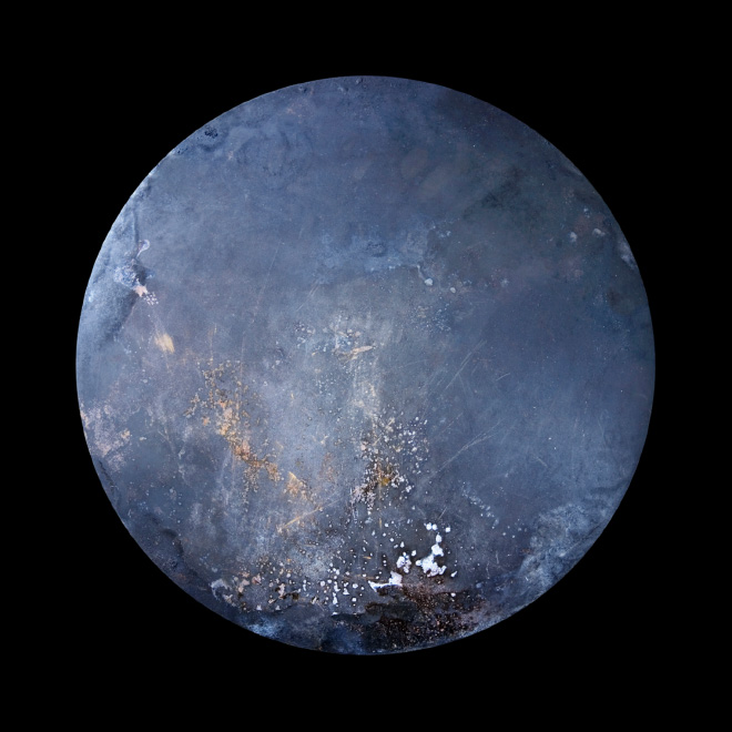 Frying pan that looks like an alien planet.
