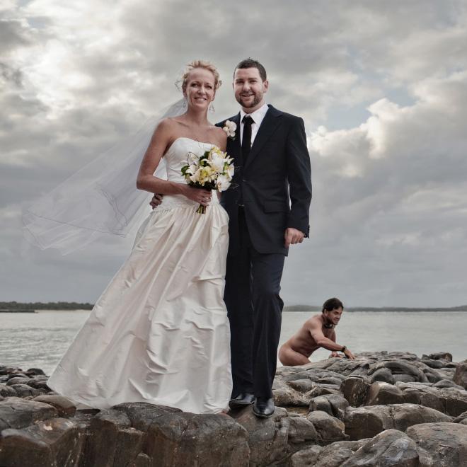 Funny accidental wedding photobomb.