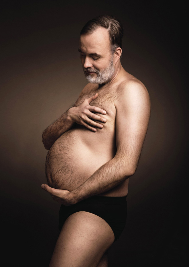 Beer belly maternity photo.