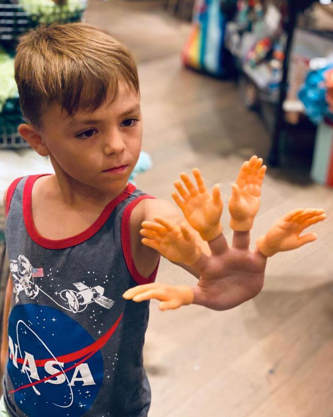 Finger hands... Hands for your fingers!