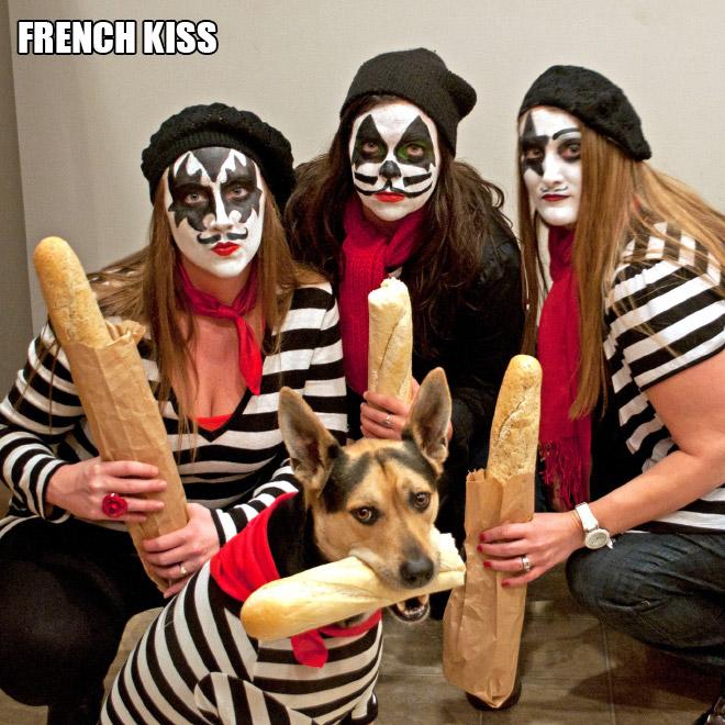 Halloween costume pun.