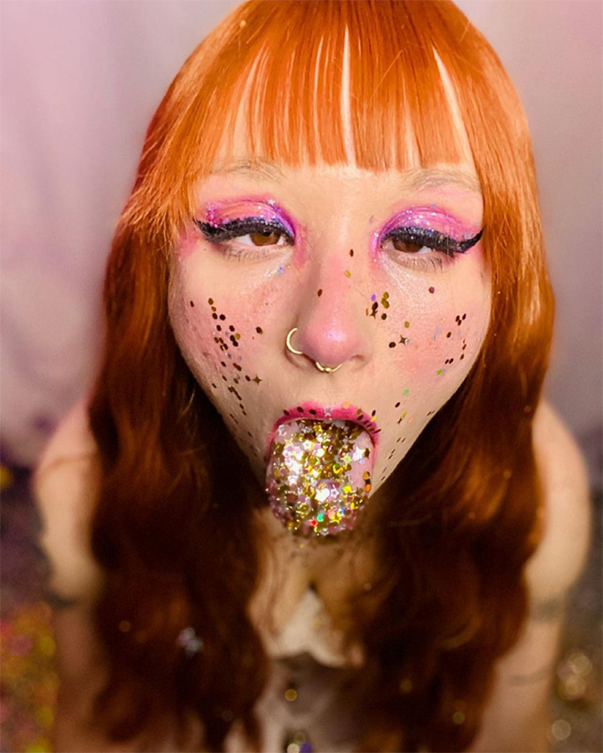 #GlitterTongue dumb Instagram trend.