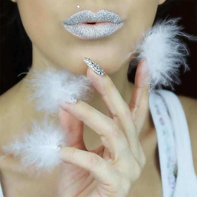 Hairy nails: awkward beauty trend.